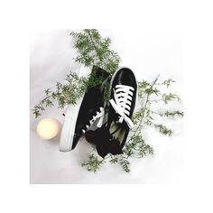 All you need is sneakers! Découvrez Les baskets vernies @vanessawu_officiel pour un look brillant cet automne. Converse Chuck Taylor High, Converse High, High Top Sneakers, Basket Noir, Officiel, Chuck Taylors High Top, High Tops, Baskets, Fall