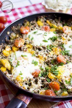 Mięso mielone z warzywami i jajkami sadzonymi – prawda, że wygląda apetycznie? http://ulubioneprzepisy.com/2015/04/01/mieso-mielone-z-warzywami-i-jajkami-sadzonymi/