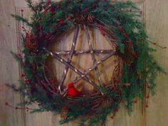 Kat's Book of Shadows: The Pagan Symbols of Christmas Part 2 Pagan Christmas, Primitive Christmas, Christmas Diy, Christmas Projects, Holiday Wreaths, Holiday Crafts, Holiday Ideas, Yule Decorations, Christmas Decorations