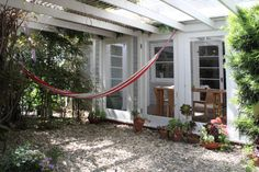 Robin's home in the Mesa, Santa Barbara CA. (Photograph by bethanynauert.com)