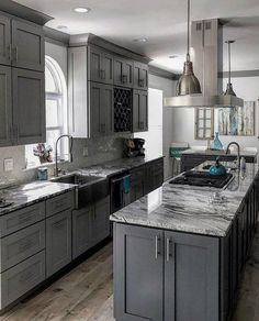 From traditional to modern homes, discover the top 50 best grey kitchen ideas. Explore refined interior designs featuring grey cabinets to painted walls. From traditional to modern homes, discover the top 50 best grey kitchen id Grey Kitchens, Modern Farmhouse Kitchens, Luxury Kitchens, Cool Kitchens, Kitchen Modern, Kitchen Grey, Kitchen Colors, Kitchen With Grey Walls, Eclectic Kitchen