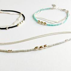 Bracelet en argent 925. Composants en argent. Chaînes maille plate en argent. Billes et Olives en argent. Petites perles de verre. Chaîne de...
