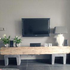 Oude eikenbalk met u-elementen maakt samen ee prachtig tv meubel! Happy New Home, Modern Rustic Homes, Kitchen Colour Schemes, Tv Furniture, Living Room Tv, Moving House, New Room, Diy Home Decor, Sweet Home