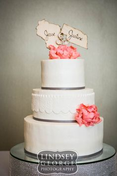 Cute cake with pretty texture click to view full gallery wedding reception A View West Omaha Nebraska