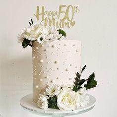 Birthday Cake For Mum, Queens Birthday Cake, White Birthday Cakes, Bithday Cake, Adult Birthday Cakes, Beautiful Birthday Cakes, Beautiful Cakes, Buttercream Cupcakes, Cupcake Cakes