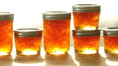 kumquat-habanero marmalade recipe - I used two habaneros that were lacking heat - I'd like more heat in this Uses For Mason Jars, Mason Jar Meals, Meals In A Jar, Mason Jar Crafts, Storing Lettuce, Kumquat Recipes, Chili, Home Canning, Jam And Jelly