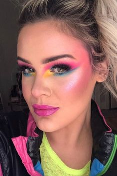 Beautiful makeup trends that are making a huge comeback nowadays are going to upgrade your makeup game drastically. 80s Eye Makeup, 1980 Makeup, 80s Makeup Looks, 80s Makeup Trends, Disco Makeup, Retro Makeup, Makeup Inspo, Makeup Inspiration, Beauty Makeup