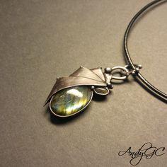 cínovaný šperk s labradotitem