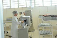 Além do vidro escuro, o óleo da Vital Âtman também recebe uma embalagem especial que protege ainda mais o produto da ação de agentes como a luz. http://www.vitalatman.com.br/prensagem-a-frio/