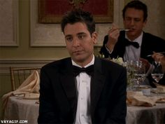Ignorad a Ted y prestad atención al orgasmo culinario que está teniendo Marshall al fondo... Thats loving food