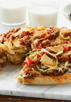 Sick of making tacos! Sick of making pizza! Why not make some Taco Pizza! Pizza Taco, Taco Pizza Recipes, Mexican Food Recipes, Beef Recipes, Dinner Recipes, Cooking Recipes, Pizza Food, Taco Food, Lettuce Recipes