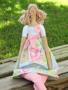 Tissu poupée mignonne poupée en pâle bleu par HappyDollsByLesya