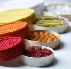 Fuente: http://isabellekessedjian.blogspot.com.es/2012/08/sc-n-131-des-boites-pour-mes-bonbons.html