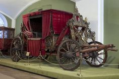Treasures of the Royal Courts: Tudors, Stuarts and the Russian Tsars, V Exhibitions. English juggernaut: the Moscow Coach, in its Moscow museum and not in the V exhibition, the gift from Elizabeth to Tsar Boris Godunov, c1603