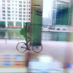 #fbf to single speed commuting to the Wharf. Rode through Greenwich tunnel - Isle of Dogs & onto the Wharf for years. Miss it so much.  #cycling #singlespeed #fixie #velo #evanscycles #sebikes #canarywharf #baaw #steelisreal #track #bike by tim.goodman