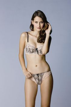 Elle Macpherson dentelle bra - LOVE this (comfy and sexy!)