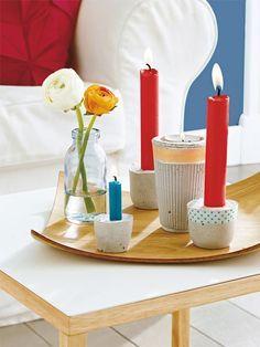 Dekoideen mit Trend-Faktor: Die Kerzenständer sind aus Beton gegossen und nahezu unverwüstlich. Masking Tape setzt süße Akzente.