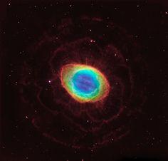 A Nebulosa do Anel (também conhecida por M57 ou NGC 6720), fica a 2.300 anos-luz da Terra, na constelação de Lira. Está entre os mais notáveis exemplos de nebulosa planetária. Foi descoberta por Antoine Darquier de Pellepoix em 1779. Esse nome é porque seus gases parecem um anel ou as pétalas de uma rosa cósmica.