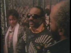 Stevie Wonder - Love Light In Flight 1984 www.thegroovewithcharleshightower.com - YouTube