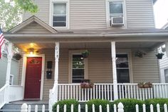 *House in Cleveland, United States. House in Cleveland's eclectic Tremont neighborhood, with newly renovated bedroom, living room, & bathroom. You will be less than a 5 min walk from some best restaurants in the city, a 5 min drive from downtown, lakefront, Ohio City (Market Distric...