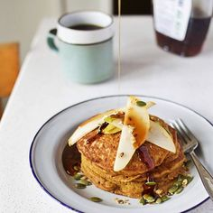 Getting in the spirit à la this adapted version of the @minimalistbaker pumpkin pancakies ☕️ #munchies #sharefood #F4F #followback