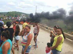 População protestou contra a libertação do suspeito Um homem suspeito de ter estuprado duas meninas, uma de sete e outra de 13 anos de idade, no último domingo (8), no município de Gurinhém, Agres...