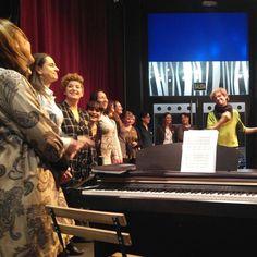 Comienza la segunda canción de la velada musical con Enchiriadis Grupo Vocal Femenino. Los días 2 y 3 de diciembre no os las perdáis en vivo y en directo en el @auditoriozaragoza #teatrozgz #teatrozaragoza #zaragoza #teatrodelasesquinas #teatroesquinas #teatro #estapasandoesquinas #zaragozateatro #teatroenzaragoza