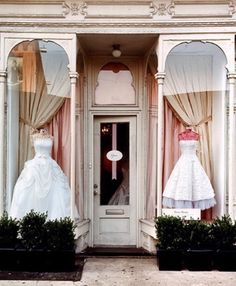 Some great tips to keep your wedding dress shopping day stress free and successful! A MUST read.
