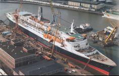 Rms Queen Elizabeth, Falklands War, Cruise Ships, Model Ships, Titanic, Sailing Ships, Beautiful Places, British, Star Wars