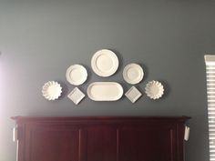 Plate wall above bed