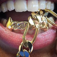 #CubanLink #grillz set with the Fangz Extra EXTRA-ORDINARIE  designs and custom sets exclusive here at the number one #Grillz company in America #STLGRILLZZ