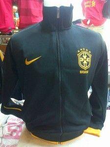 jaket brazil hitam kuning, jaket untuk pria dengan lambang dan logo warna kuning grade ori pemesanan silakan sms di 085645452236 kami jual jaket bola original