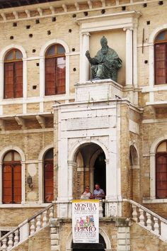 Fermo, Marche, Italy - Palazzo dei Priori - Statua in bronzo di Papa Sisto V, realizzata dal Sansovino, nel 1588.- By Gianni Del Bufalo