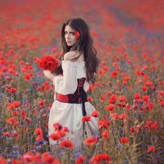 Poppy Photography, Photography Women, Portrait Photography, Portrait Poses, Portraits, Blog Fotografia, Red Poppies, Beautiful Pictures, Photoshoot
