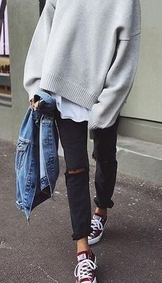 everyday street style. overized jumper. ripped jeans. converse.