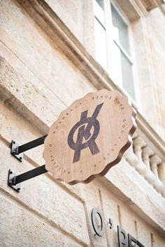 Restaurant Bordeaux :o Cafe Signage, Restaurant Signage, Deco Restaurant, Wayfinding Signage, Signage Design, Restaurant Design, Logo Design, Restaurant Bordeaux, Design Wood