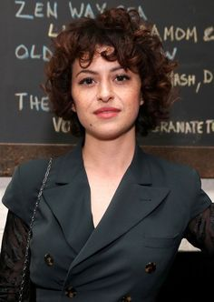 Alia Shawkat 17 Celebrities Who Totally Rock Their Natural Curls Short Curly Haircuts, Curly Hair Cuts, Cool Haircuts, Curly Hair Styles, Natural Hair Styles, Curly Bob, Beauty Tips For Hair, Hair Beauty, Hair Tips