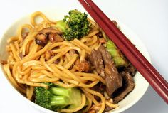 This is a delicious stir fry recipe that isn& to hot or wild that even the pickiest palates will give it a try! My husband who is no fan of stir fry lo Beef With Broccoli Recipe, Broccoli Beef, Asian Recipes, Beef Recipes, Cooking Recipes, Chinese Recipes, Kitchen Recipes, Recipies, Beef Dishes