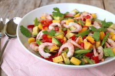 Skalldyrsalat med mango og avokado - LINDASTUHAUG Mango, Summer Bbq, Salad Recipes, Salsa, Chili, Food And Drink, Mexican, Lunch, Eat