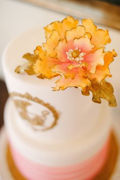 Ombre' sunset inspired cake Photography: Katie Lopez Photography