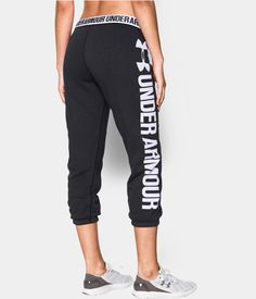Be comfortable and stylish at the gym or relaxing after a run in Under Armour's Favorite Fleece Capri. The ultra-soft and lightweight stretch construction improves mobility for a great workout.