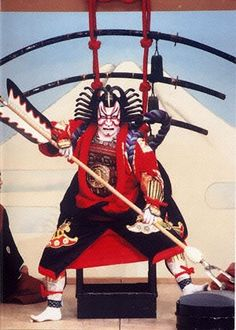 Red makeup represents honor and bravery, and is usually the major color for heroic characters and main characters. Kyoto Japan, Tokyo Japan, Noh Theatre, Kabuki Costume, Japanese Mask, Japanese Folklore, Japan Woman, Japanese Outfits, Nihon