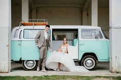 Een Volkswagenbusje T2 als trouwauto. Dit is onze Minty!