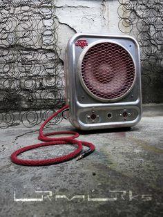 ... ein ehemaliger Heizlüfter und jetzt ein Lautsprecher mit Verstärker für Mp3-Player, Smartphone, ... an old convector ... original from the sixties ... upgecycelt ... now ... speaker with amplifier for your Mp3player, smartphone ...