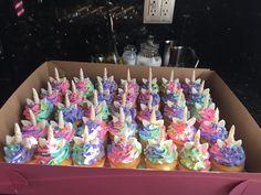 Unicorn  cupcakes Unicorn Day, Unicorn Foods, Magical Unicorn, Dragon Birthday Parties, Birthday Favors, Birthday Fun, Tsum Tsum Birthday Cake, Unicorn Cupcakes Cake, My Little Pony Cupcakes