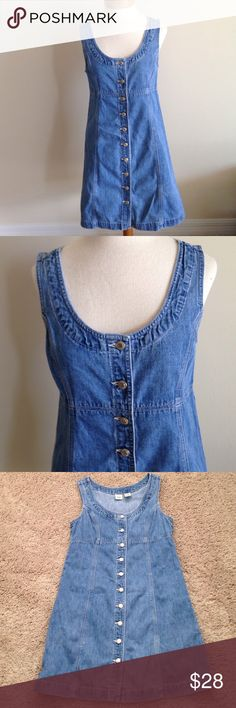 Gap Denim Dress💙 Gap jean dress that buttons all the way up. This is 100% cotton. My mother wore this twice. Great condition!!!💙 Gap Dresses