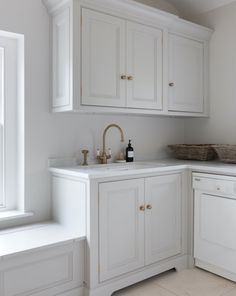 This @humphreymunson utility room is finished in timeless H M Tailored Grey. With plenty of space for washing and drying laundry plus masses of storage, it also includes our aged brass Phoenician tap and rinse 📸 @paullmcraig #perrinandrowe #whitehousedecor #brasstaps #brassaccents #utilityroomdesignideas #dreamutilityroom #laundryroomideas #veinedmarble #marblesurfaces #whitecabinets #homeinteriors #realhomeinspiration Laundry Room Design, Kitchen Design, Kitchen Decor, Kitchen Ideas, Laundry Rooms, Small Tv Cabinet, Utility Room Designs, Up House, Grey Kitchens