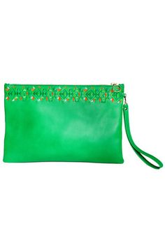 Definitely an example of sophisticated style, the embroidered Green Simplicity clutch is decidedly chic. Fashioned in handcrafted leather with a design that makes it a perfect pair to any outfit, it goes from desk to dinner without missing a beat. #busta #bustabags #leatherclutch #leather #streetstyle #green #embroidery #folklore #handmade #clutch