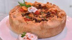 """Melanies """"Futtern wie bei Muttern"""" - Das große Backen - Promispezial - Sat.1 Melanie Müller, Baked Potato, Quiche, Pizza, Snacks, Baking, Ethnic Recipes, Desserts, Sat 1"""