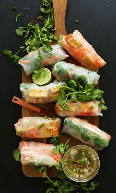 Bahn Mi Spring Rolls - 10 ingredients, fresh, satisfying and HEALTHY! Sub soy sauce with Tamari or Coconut Aminos to make gluten free. Think Food, Love Food, Baker Recipes, Cooking Recipes, Vegetarian Recipes, Healthy Recipes, Delicious Recipes, Le Diner, Asian Recipes